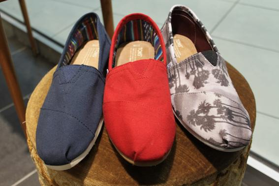 Toms lille vinkel sko blue navy red palms