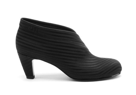 United Nude Folded Mid Black. Sko i tekstil, sort strikk. Lille Vinkel Sko vår 2011.